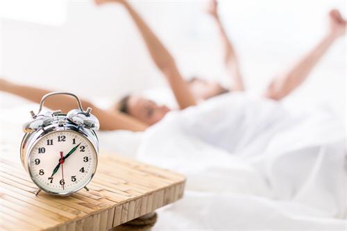 Mit einem Schlafphasenwecker keine Glückssache mehr: Morgens erholt aufwachen.