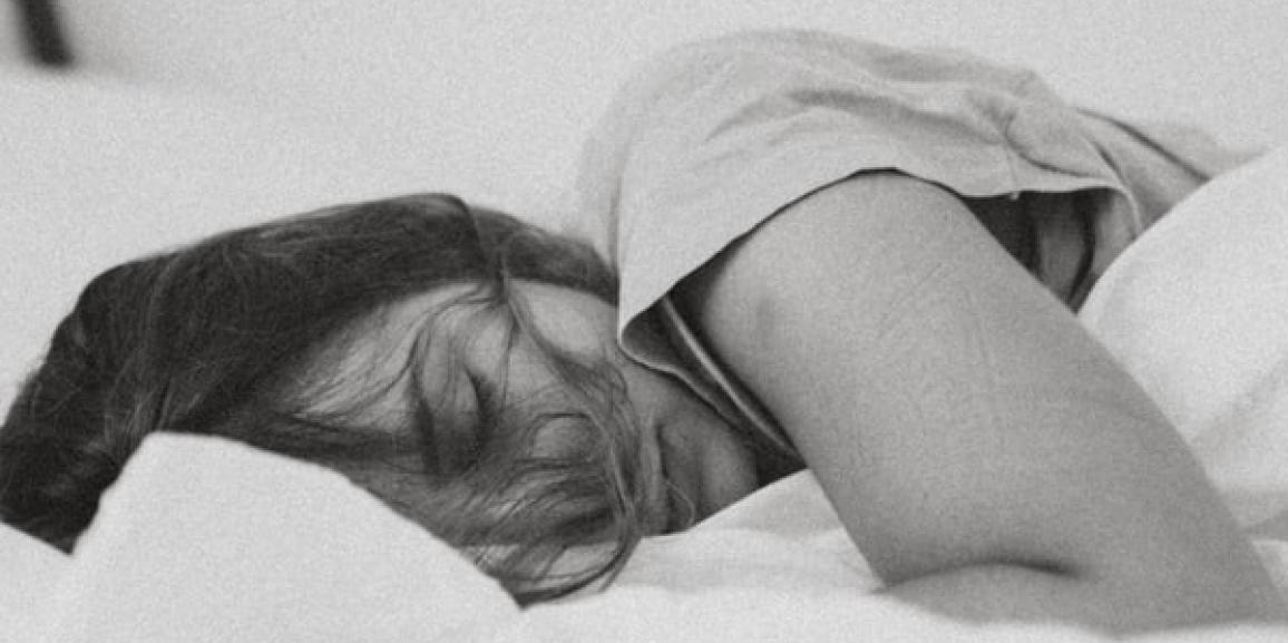 Was ist REM-Schlaf? Merkmale und Funktionen der Schlafphase